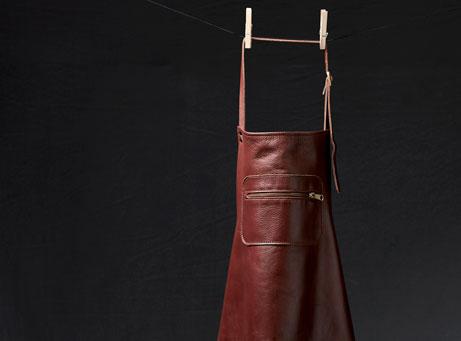 Zipper style aprons