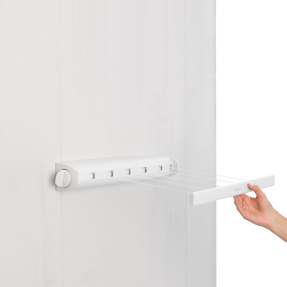 4.4-metre-long retractable clothesline from Brabantia. 22 metre drying capacity.